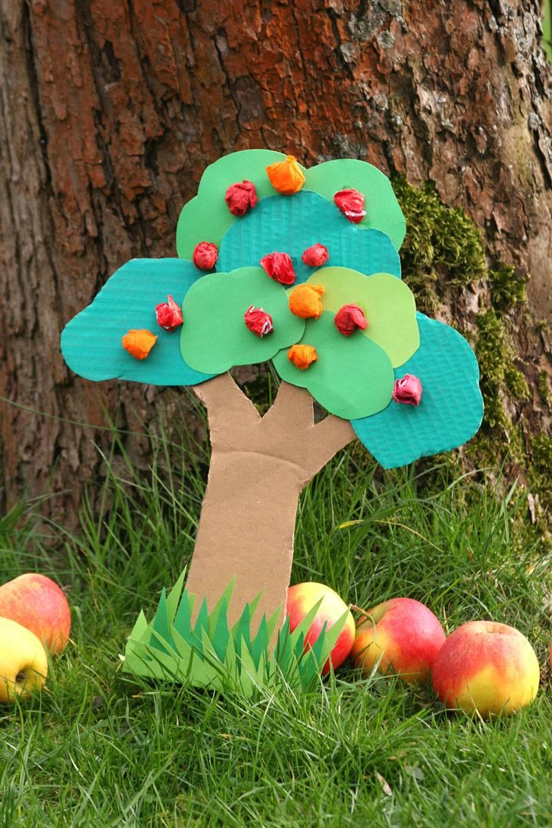 basteln mit kindern kostenlose bastelvorlage natur apfelbaum basteln. Black Bedroom Furniture Sets. Home Design Ideas