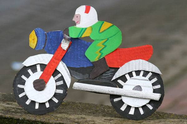 basteln mit kindern kostenlose bastelvorlage action motorradfahrer. Black Bedroom Furniture Sets. Home Design Ideas