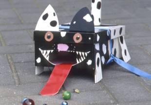 kostenlose malvorlage rund ums spielen: kinder auf dem spielplatz zum ausmalen