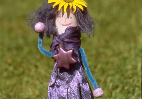 basteln mit kindern - kostenlose bastelvorlage basteln für mädchen: prinzessin lila