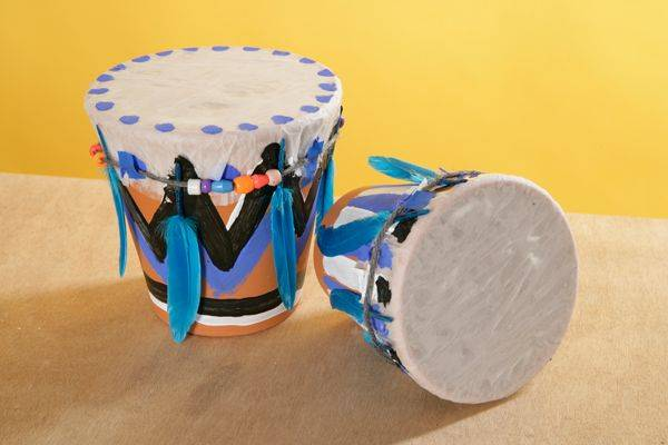 basteln mit kindern kostenlose bastelvorlage selbst gebastelte musikinstrumente blumentopf. Black Bedroom Furniture Sets. Home Design Ideas