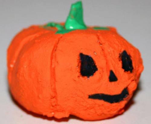 basteln mit kindern kostenlose bastelvorlage halloween halloween k rbis aus ton. Black Bedroom Furniture Sets. Home Design Ideas