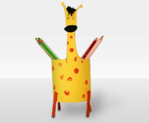 basteln mit kindern kostenlose bastelvorlage rund um die schule stifte giraffe. Black Bedroom Furniture Sets. Home Design Ideas