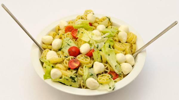rezepte f r kinder grillrezepte und salate bunter nudel mozzarella salat. Black Bedroom Furniture Sets. Home Design Ideas