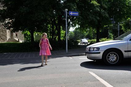 Verkehrserziehung Sicher über Die Fußgänger Ampel