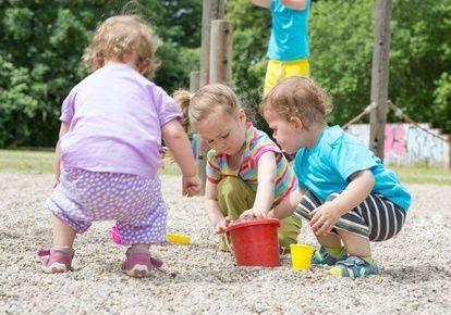 Kinderspiele spiele für draußen sandtransport spielen