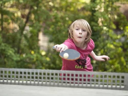 Wissen - Sport: Warum haben Tischtennisschläger zwei Farben?