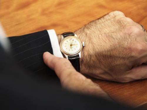 warum tr gt man die armbanduhr links. Black Bedroom Furniture Sets. Home Design Ideas